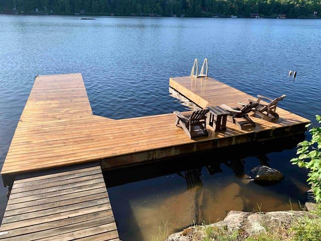 Lakeside Modern & Rustic Cottage w/ dock & bunkie