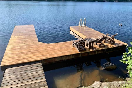 Lakeside Modern & Rustic Cottage w/ dock & bunkie