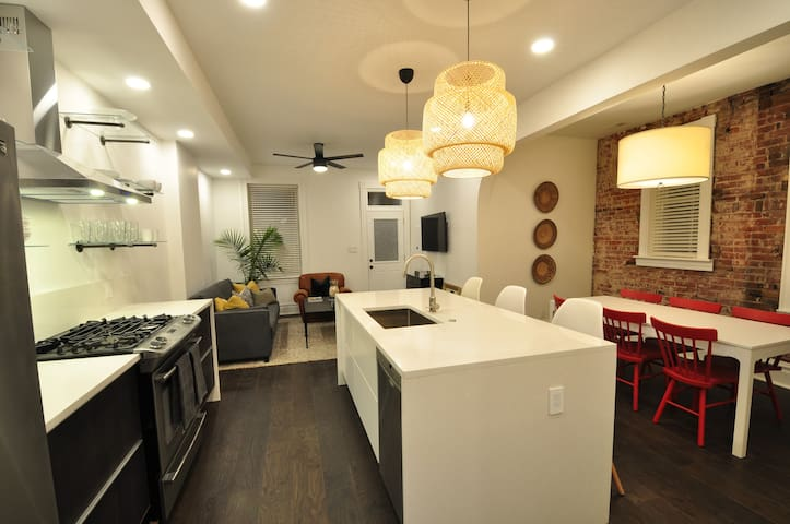 Newly Renovated Tower Grove 2 Bed/2 Bath Apartment
