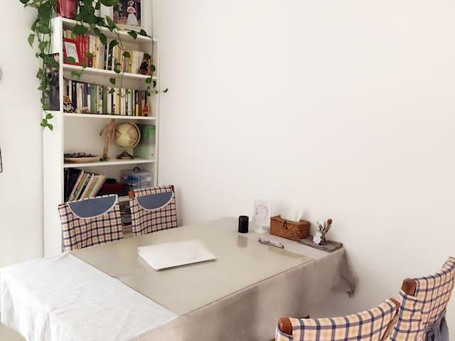 干净明亮 comfortable as home(一号线地铁站旁、中原万达、锦艺王府井)