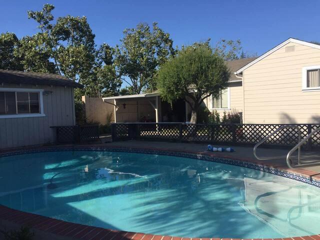 阳光、泳池、花园客房
