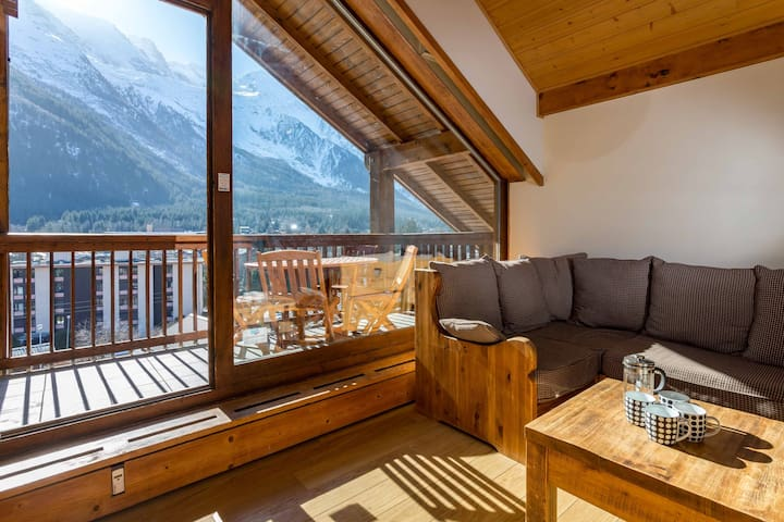 Stay at Les Pecles apartment  - excellent host 4.6/5 - flexible cancellation
