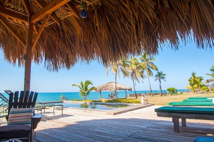 Driftwood 3 bedrooms 6 guests Seaside Villa