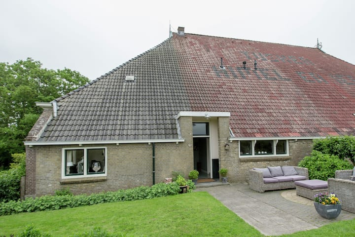 Modern Farmhouse in Molkwerum near the Lake