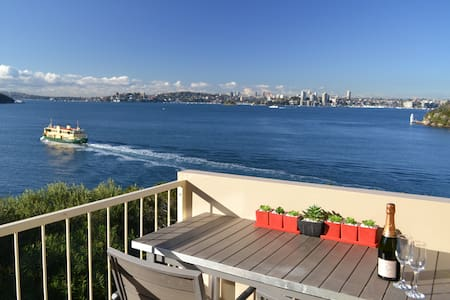 Sunny waterfront apartment with BREATHTAKING VIEWS - Mosman