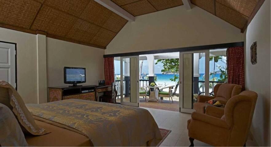 Villa Seafront beachSari