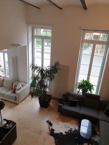 5.20 Hohe Decken und Bodenlange Fenster machen das Loft aus