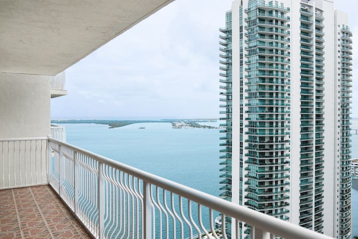 ***Beautiful Residence In Brickell With Pool****