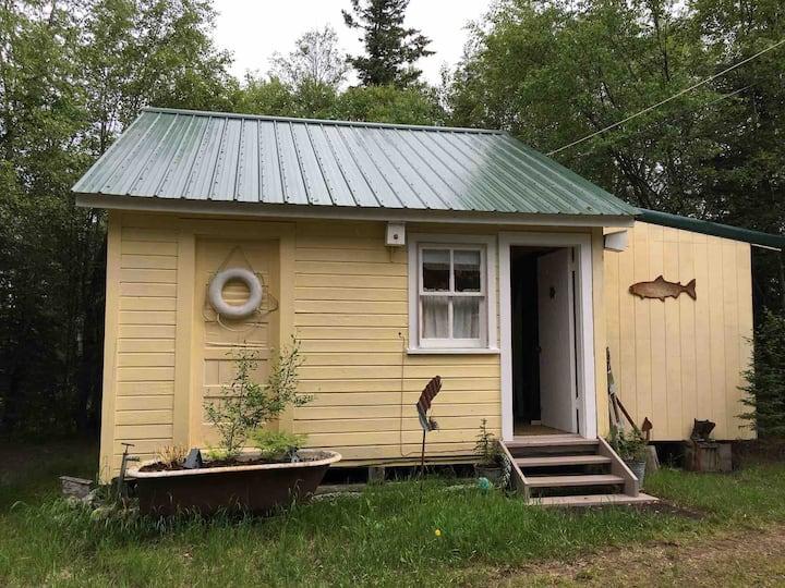 Silver Fin Lakefront Bed&Breakfast: Private Cabin