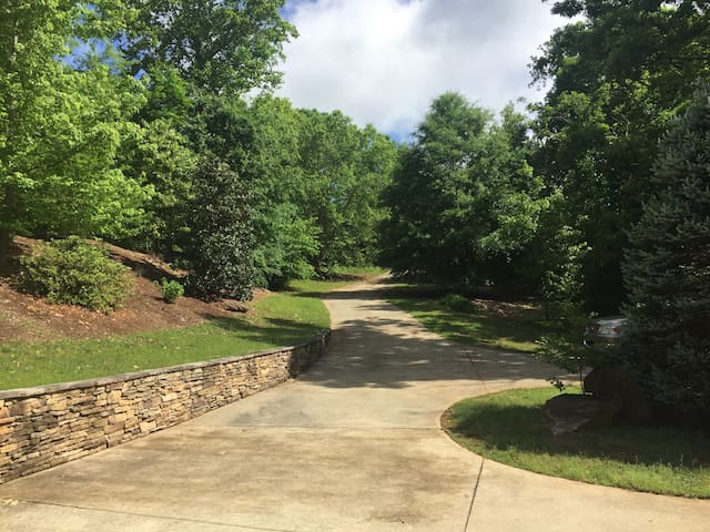 Hartwell--of your dreams!  Sweeping views  of lake