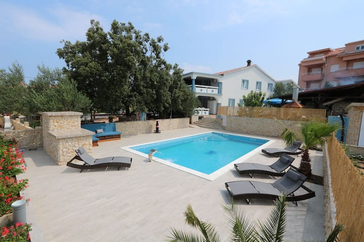 Pool Studio Apartment in Novalja