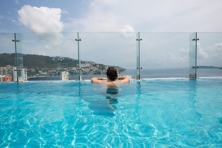 PH with UNIQUE views, private Sky pool