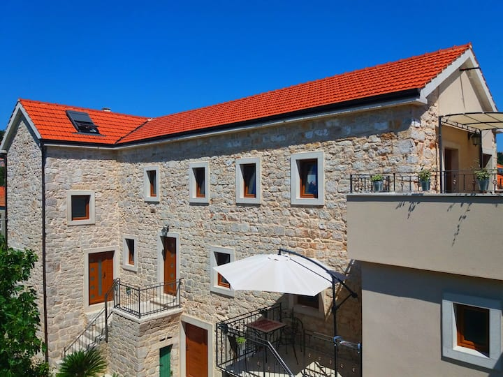 Dalmatian stone house Jelsa-Hvar A1