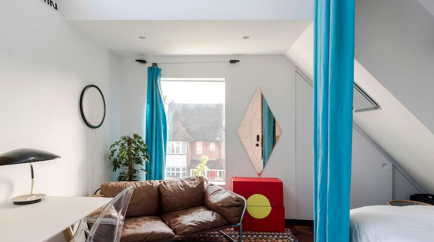 Bright Double-Bed in Creative Space | Hackney