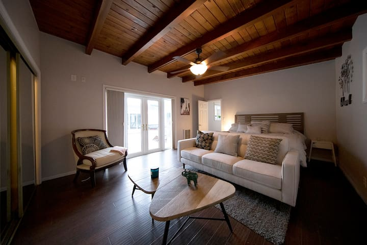 Newly furnished home, resort-like stay