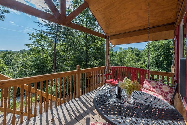 Bear Tracks |Cozy cabin | Pet friendly, hot tub, fire pit, and great decks! - 1 Bedroom, 1 Bathroom