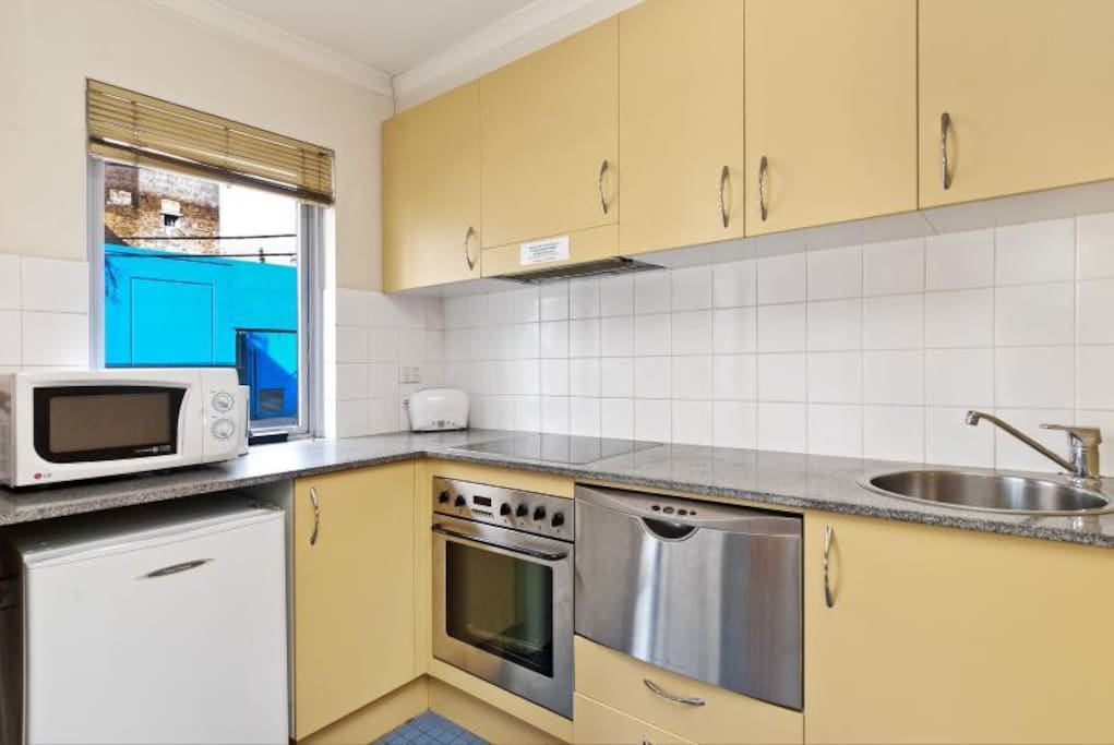 Full kitchen facilities with dishwasher