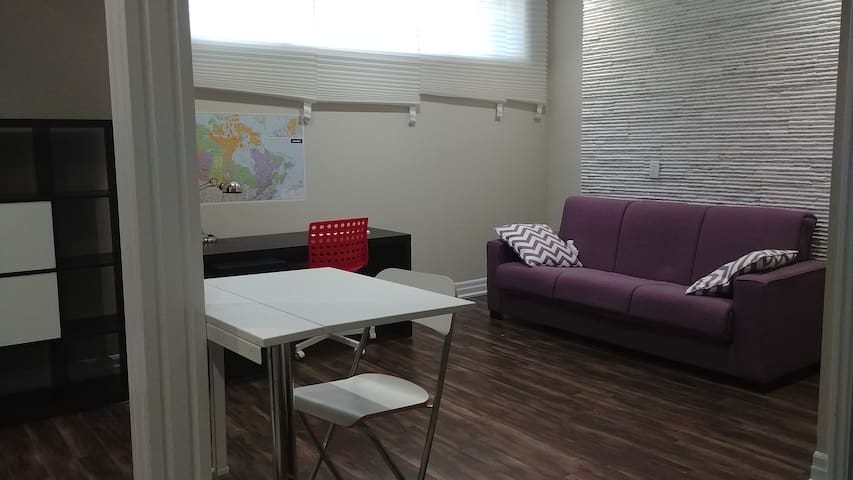 Private room near Pearson Airport