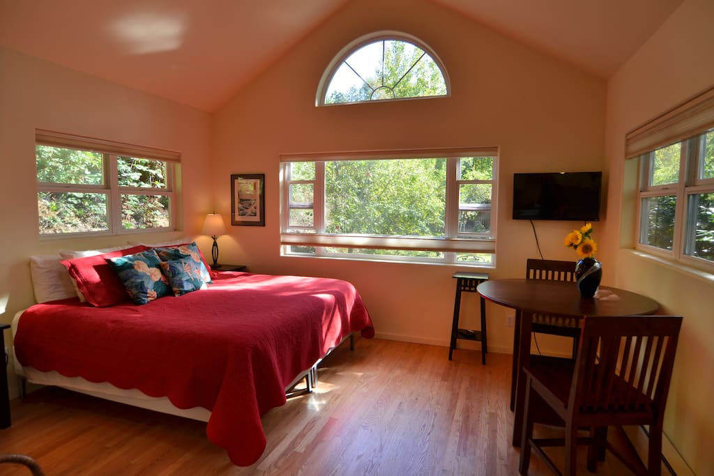King bed, hardwood floors and view of the garden.