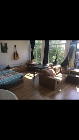 Room in studentshouse, A+ location, view on canal!