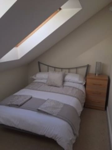 Light/airy double room in charming village. - Bottisham - Haus