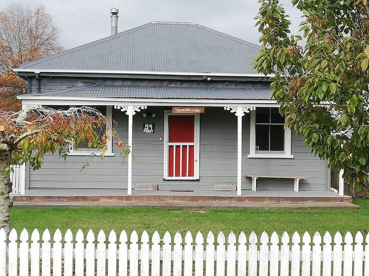 Grasslands Old Railway Farm Cottage (Entire house)