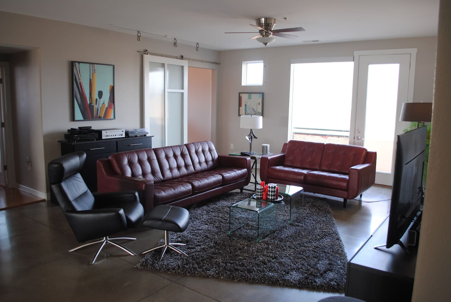 Living area with stereo/Sonos