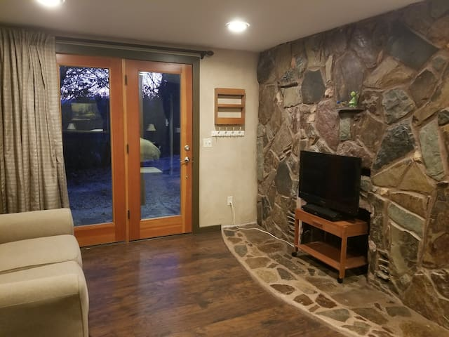 Private Creekside Guest Suite
