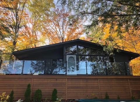 Enjoy the 'Lake Life' at family friendly cottage