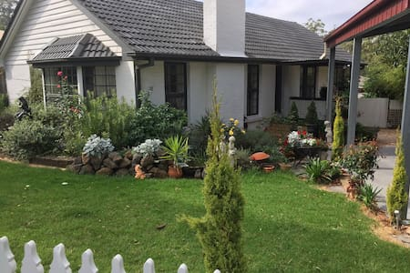 Cosy Cottage, walking distance to central Drouin.