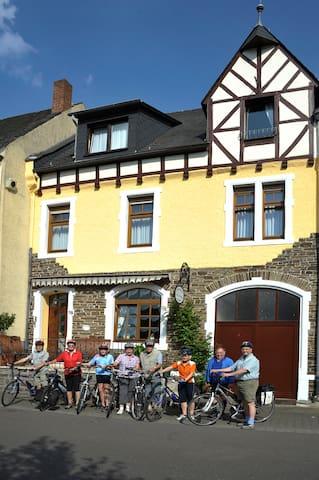 Ferienhaus- Mosellage  ca. 240 qm Wohnfläche