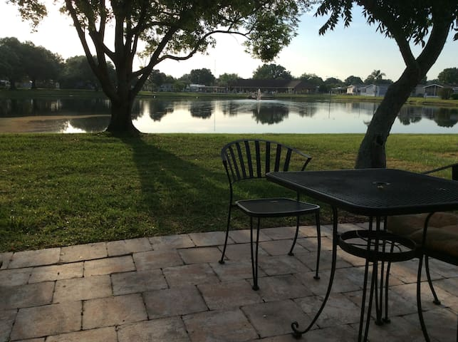 Great home on Waterfront - Zephyrhills - House