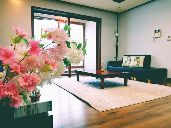 [Woori-house] 3rooms, free wifi, Dujeong hot place