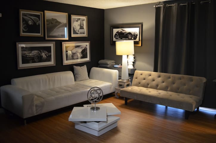 Beautiful 1 bed room in  Hollywood+private parking