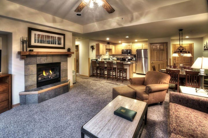 Ski In/Out Luxury Resort/Spa SUITE!  New Years!