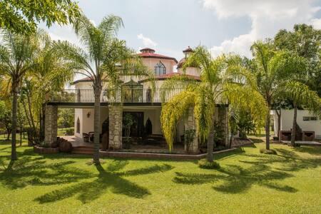 Guadalajara-Airport house-Chapala lake.