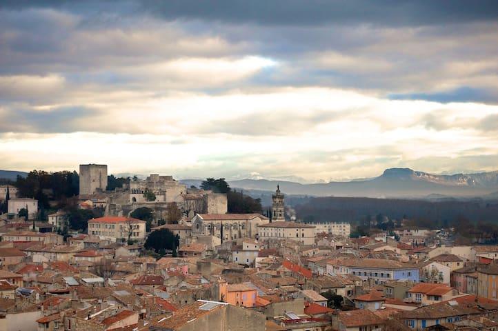 170m2 de tranquillité en face de centre ville - Montélimar - Rumah