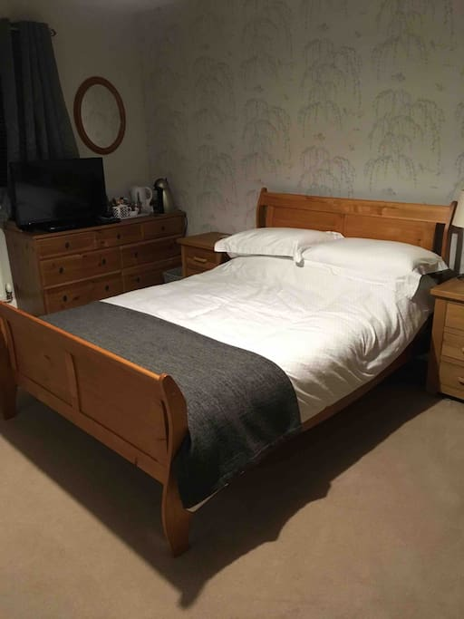 Spacious room with double bed, flat screen TV & Blue-Ray DVD player. Coffee & tea making facilities including Dolce Gusto coffee machine. Complimentary water, biscuits & chocolates.