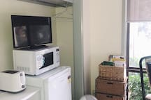 Bedroom - Kitchenette & Entertainment Area