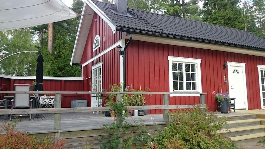 Marielund mysig stuga nära sjö - Uppsala Ö - Srub