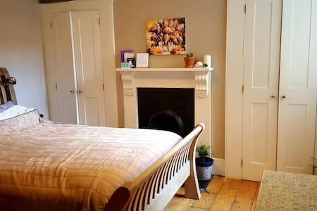 Entire Cosy Victorian Flat in Elephant and Castle