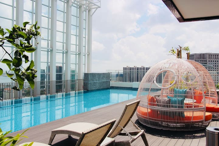 🌜High Floor Suasana JB  2203 with Balcony + WiFi