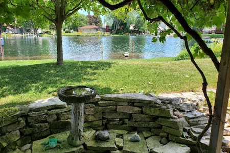 Lake Erie cottage, walleye & perch fishing, WiFi