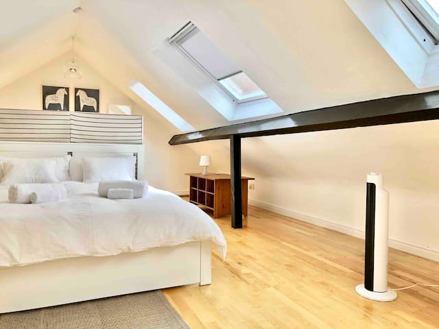 Spacious Loft next to Beverley Minster