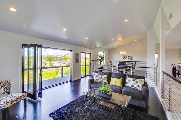 ENTIRE SAN DIEGO 2,516 sq ft. LUXURY CANYON HOME - San Diego - Dům