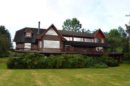 Hermosa casa a orillas Lago Rupanco con vista