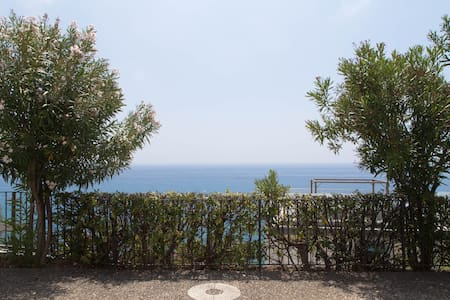 Lovely studio overlooking the sea! - Cervo - Apartamento