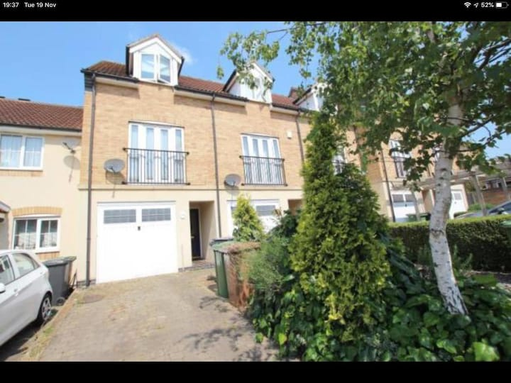 Nice and Lovely 4 Bedroom Home - St Katherine Mews