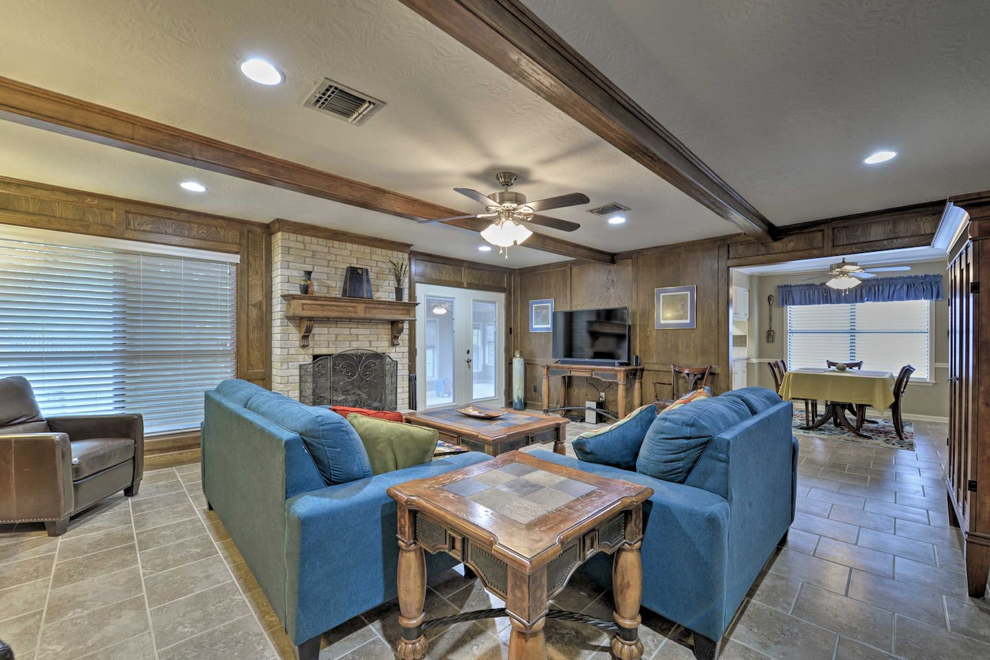 Stay at this bright Bryan home during your next visit to College Station!