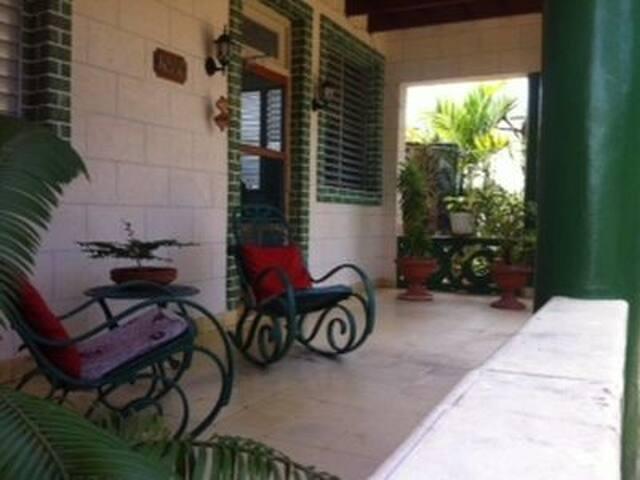 Casa Ileana y Ray Twin Room (Varadero) - Varadero - Chambres d'hôtes
